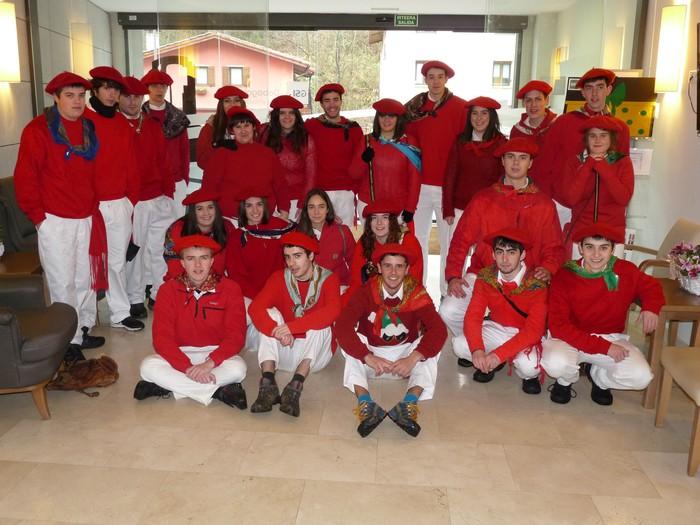 Santa Ageda kantu-eskean ibili dira egunotan bailaran