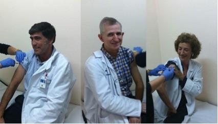 Debagoieneko ESIko zuzendariek txertoa jarri dute gripearen aurkako kanpainaren hasieran