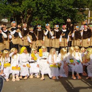 Euskal mitologiaren bueltan mozorrotu dira Urgainko ikasleak