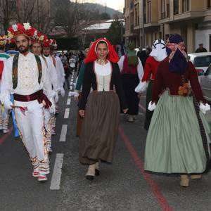 Luzaideko dantzak kalerik kale Oñatin