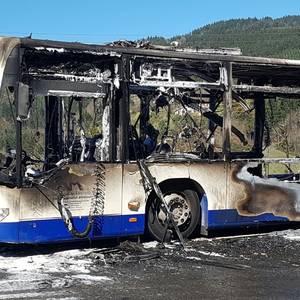 Autobus bat su hartuta Arrasaten
