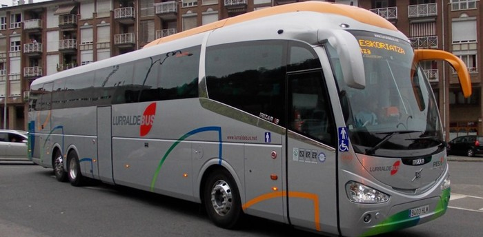 Autobus zerbitzu berezia iganderako