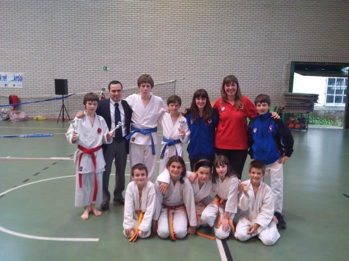 Lau domina karate Aloña Mendi
