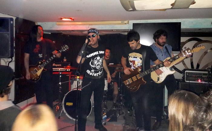 Bacon Maiden taldearen heavy-rockakarekin Inkernu beteta