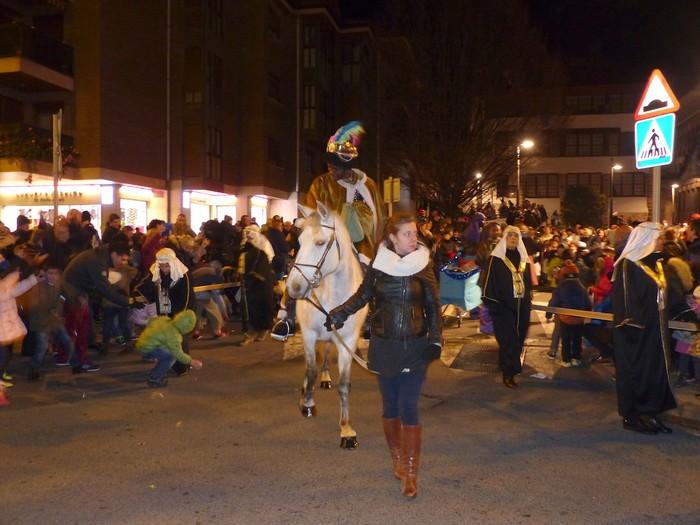 Errege Magoen desfile jendetsua Arrasaten - 13