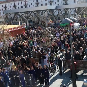 Ederto erantzun dute arrasatearrek Aratuste-zapatuko desfilean