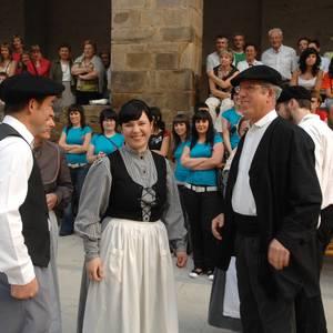 Antzuolako Jaiak 2007: Antzinako euskal ezkontzaren lehen zatia.