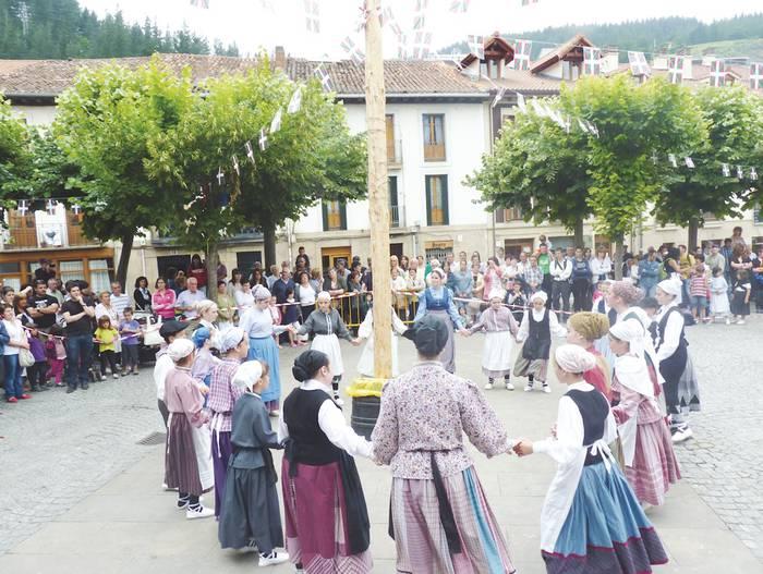 Herriko irrintzilari onenak, nor baino nor, aurtengo Euskal Jaian, martitzenean