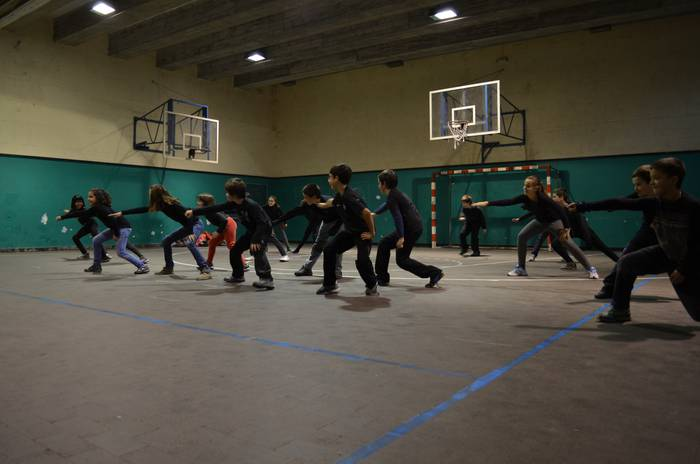 Dantzagela: Arizmendi ikastolaren eta dantzaz konpainiaren laborategia