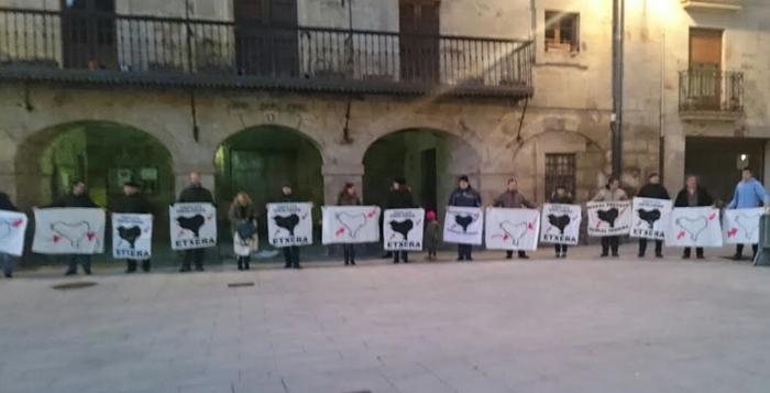 Euskal presoen eskubideen alde giza katea egin dute