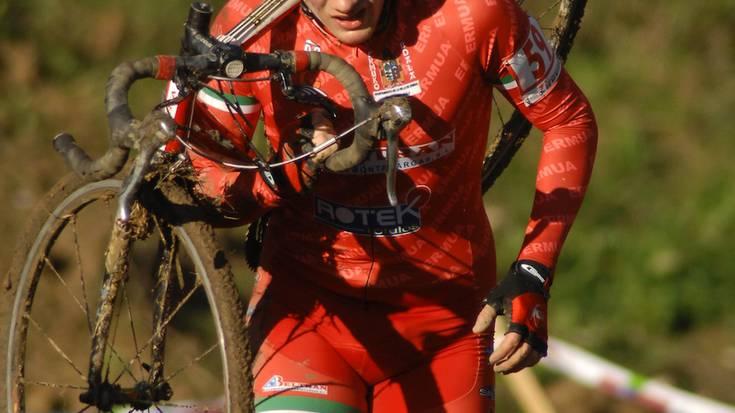 Lokatza, izerdia eta erorikoak Oñatiko Urrutxuko zirkuituan