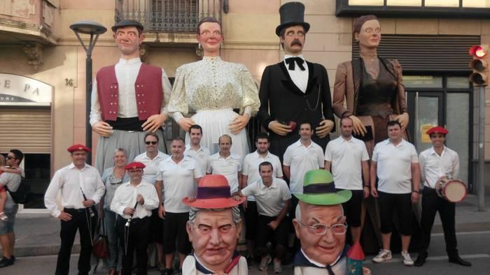 Bergarako Erraldoi taldekoak Molins de Rei-n izan dira Mondragoeko dultzaina jotzaileekin batera