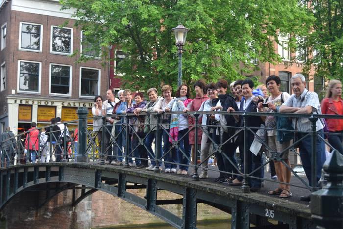 Helduen eskolakoak Amsterdamen izan dira