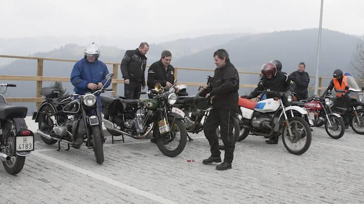 MOTORRA: Gipuzkoako motor zaharrenek Debagoiena bisitatu dute