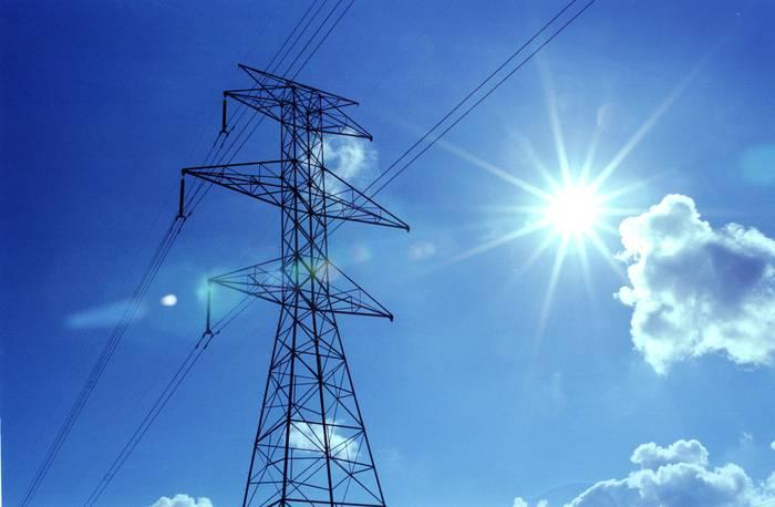 Urtarrilean elektraindarra garestituko dela konfirmatu du ministroak