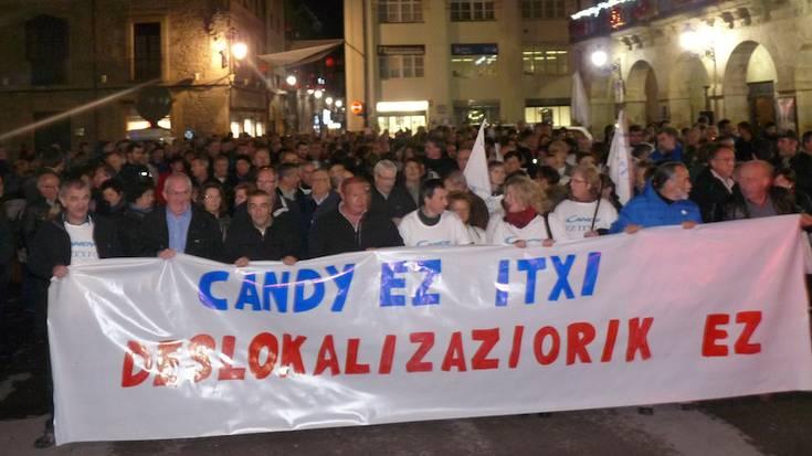 Manifestazioa egin dute Candyko langileek, zuzendaritzakoekin azken batzarra egin aurretik
