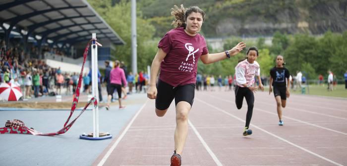 Atletismoaz gozatzen Mojategin, Gipuzkoako eskolarteko txapelketaren barruan