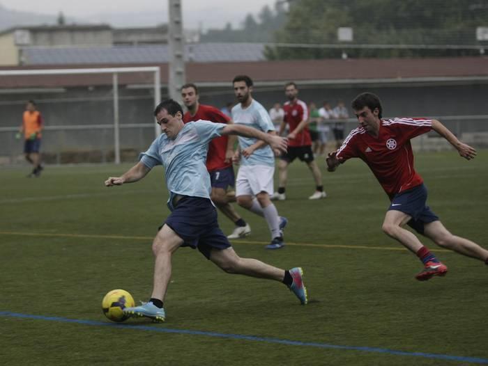 Udako futbol txapelketako final laurdenak, martitzen eta eguaztenez