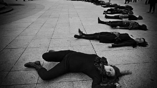 Emakumeen hilketen aurkako salaketa artistikoa egingo dute eguaztenean plazan