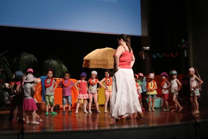 Udako kantak abestu dituzte Ganbara osatzen duten taldeek