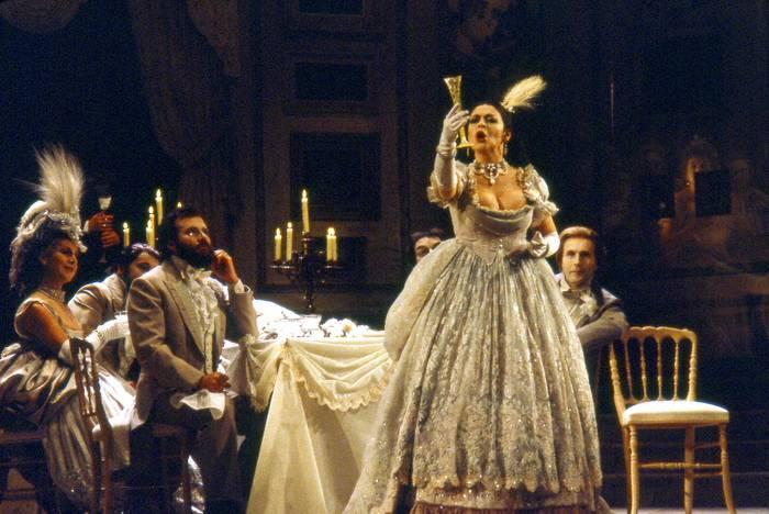 Kursaalen 'La Traviata' zuzentzeko hautagaien artean dago Valen Moñux