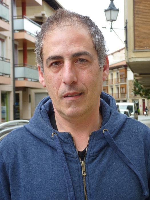 """Miguel Angel Moiua: """"Gure amak gogoan zuen nola eraman zuten bere aita etxetik'"""