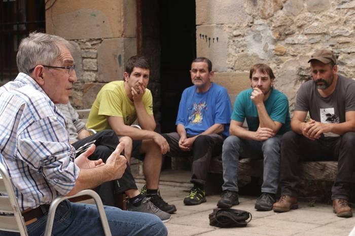 'Boicot a Israel' liburua aurkeztu du Jesus Valenciak 15 lagunen aurrean