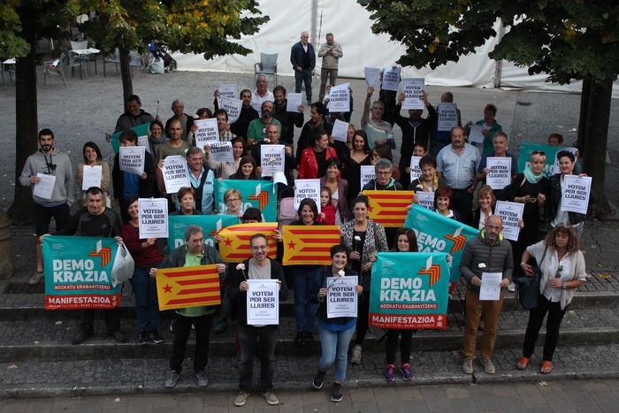 Eskoriatzarrek bat egin dute Kataluniarekin