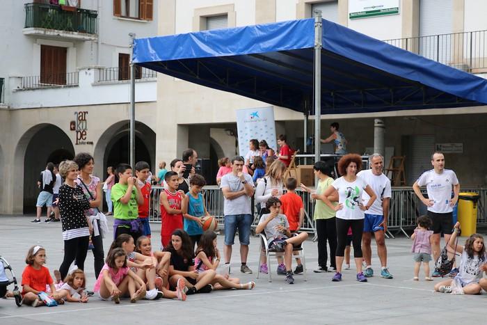 Uztaipeko ikuskizuna Aretxabaletako Herriko Plazan - 12