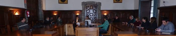 Zozketa bidez aukeratu dira abenduaren 20an hauteskunde mahaietan egongo diren arrasatearrak