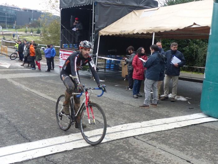 Ruiz de Larrinaga eta Lekuona garaile Arrasateko ziklo-krosean - 90