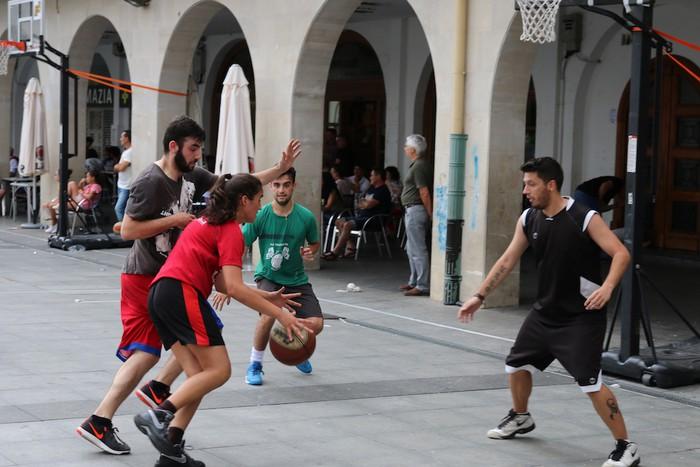 Uztaipeko ikuskizuna Aretxabaletako Herriko Plazan - 2