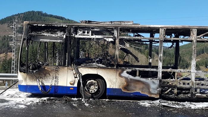 Autobus bat su hartuta Arrasaten - 7