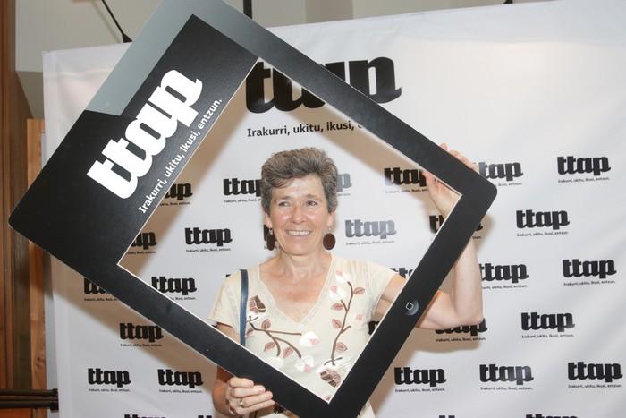 'Ttap' aldizkaria ezagutzeko jende asko elkartu da Donostian - 17