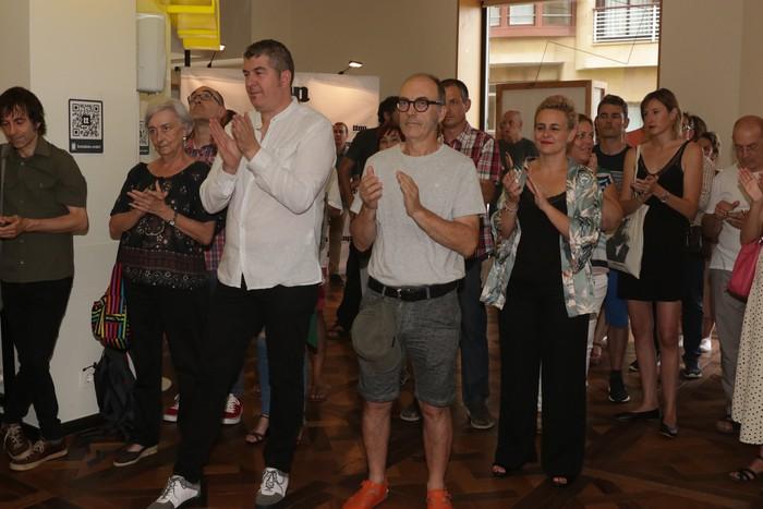 'Ttap' aldizkaria ezagutzeko jende asko elkartu da Donostian - 50