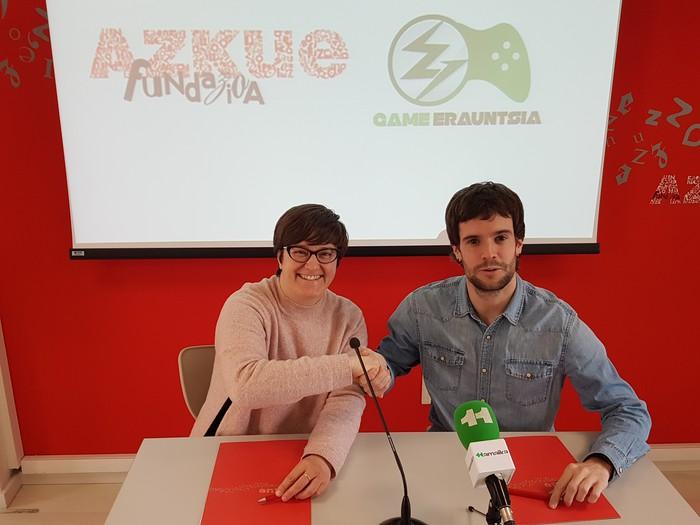 Euskarazko bideo-jokoak bultzatzeko hitzarmena sinatu dute Game Erauntsia eta Azkue Fundazioak