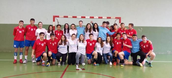 Gipuzkoa nesketan eta Bizkaia mutiletan izan dira Euskadiko txapeldunak eskubaloian