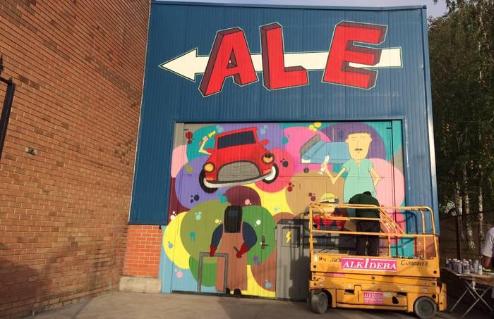 Grafiti koloretsua egin dute bi ikaslek ALEko atean