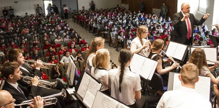 Musika eskolen jai handian, Europatik Debagoienera bisitan