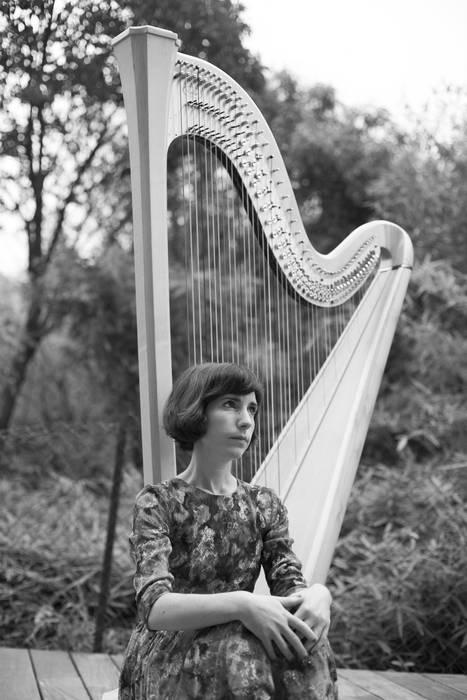 Ane Artetxeren harpa doinuak Mariaren Lagundia elizan bihar, egubakoitza