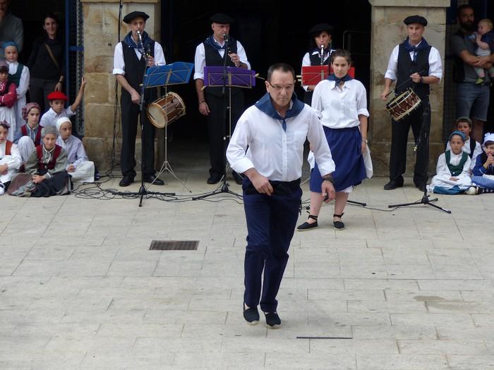 Txupina botaz eta ikurrin dantzarekin jaietan dira Antzuolan - 33