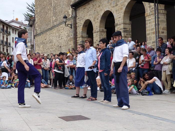 Txupina botaz eta ikurrin dantzarekin jaietan dira Antzuolan - 44