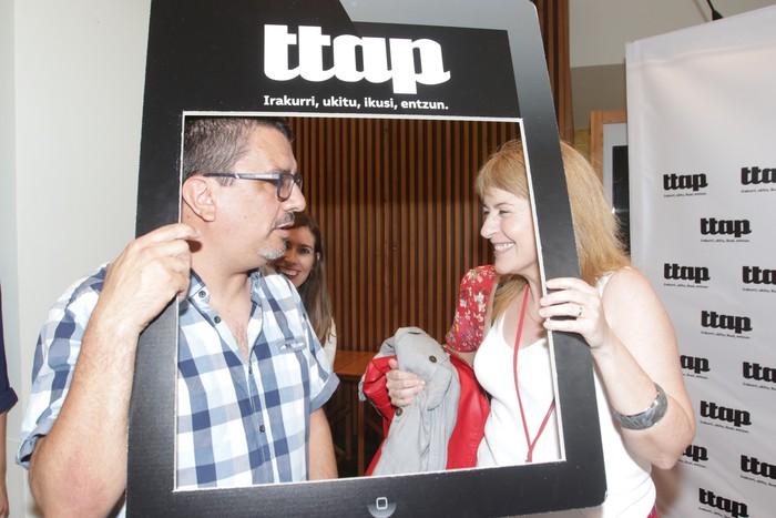'Ttap' aldizkaria ezagutzeko jende asko elkartu da Donostian - 18