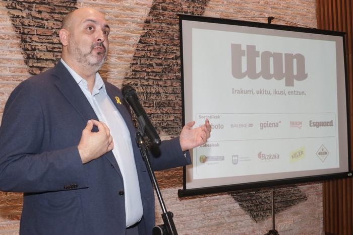 'Ttap' aldizkaria ezagutzeko jende asko elkartu da Donostian - 52