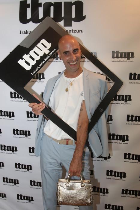 'Ttap' aldizkaria ezagutzeko jende asko elkartu da Donostian - 74