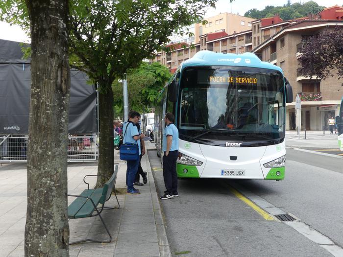 Bertan behera utzi dute Gipuzkoako autobus-gidarien greba