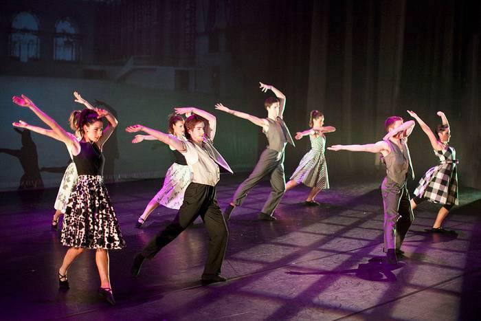 Errekan Gora: Aukeran dantza konpainia