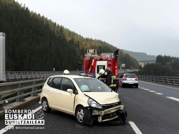 Auto bat errepidetik atera da AP-1 autobidean, Bergaran