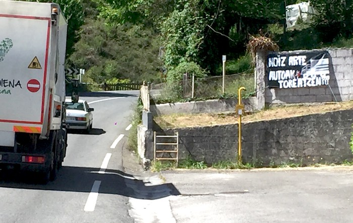 """Bergarako Ubera eta San Juan auzoetan """"bide seguruak"""" eskatu dituzte"""