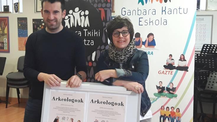 'Arkeologoak' ikuskizuna aurkeztuko du martxoaren 17an Oñatiko Ganbara Txiki Abesbatzak